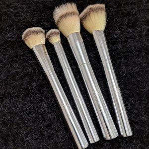 It cosmetics 4pc brushes